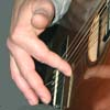 Палец наносит удар мякотью