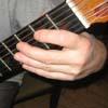 Пальцы вдоль грифа