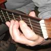 Указательный палец лег на струну